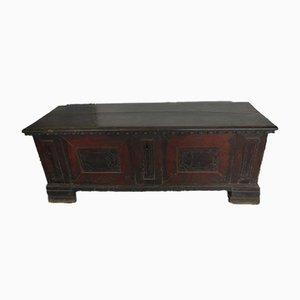 Antike italienische Kiste aus Nussholz mit Intarsien