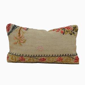 Funda de cojín Aubusson floral de punto de aguja de Vintage Pillow Store, década del 2010