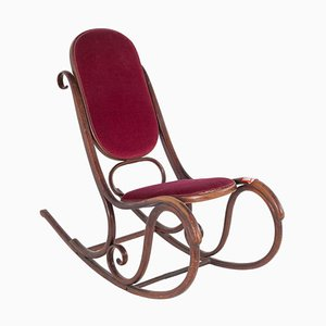 Antiker Schaukelstuhl mit rotem Samtbezug