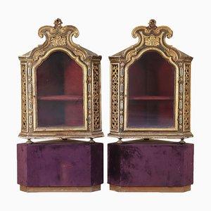 Armarios esquineros italianos de vidrio y madera, década de 1700. Juego de 2