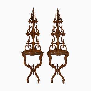 Armarios esquineros de nogal, siglo XIX. Juego de 2