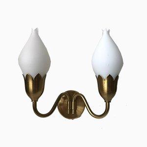Aplique doble Tulip danés de latón y vidrio opalino de Fog & Mørup, años 50