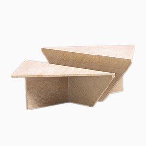 Mesas de centro bajas posmodernas triangulares de travertino, años 70. Juego de 2