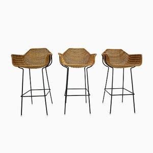 Taburetes de bar vintage con forma de cesta de ratán. Juego de 3