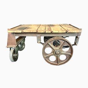 Mesa de centro francesa antigua hecha con un carro de equipaje