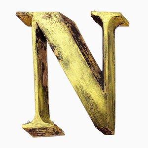 Antiker goldener Buchstabe N aus Metall