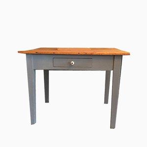 Antiker grauer Tisch