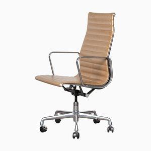 Sedia da ufficio EA337 in pelle color cognac di Charles & Ray Eames per Herman Miller, anni '80