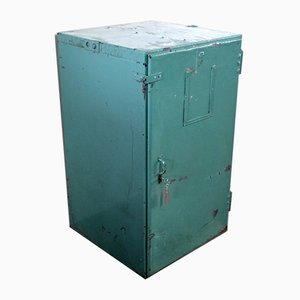 Industrieller Vintage Schrank aus Eisen