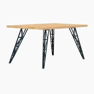 Mittelgroßer Esstisch mit Tischplatte aus Eiche & gelaserten Stahlbeinen von Aljoscha Vogt für GUSTAV Möblierungen