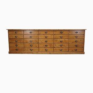 Mueble de farmacia francés grande de pino, años 30