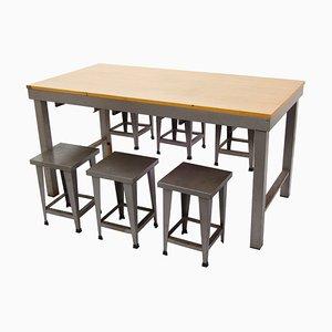 Juego industrial con mesa y taburetes, años 70