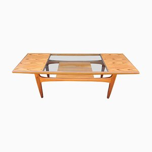 Tavolino da caffè in teak e vetro di Victor Wilkins per G-Plan, anni '60
