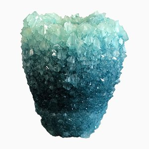 Mittelgroße eisblaue Medium 2 Crystal Vase von Isaac Monté, 2019