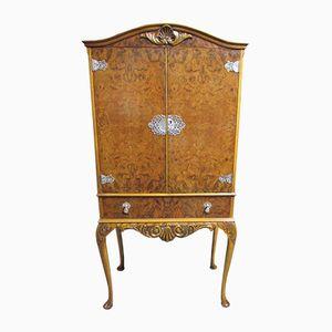 Mueble bar Queen Anne vintage de madera nudosa de nogal