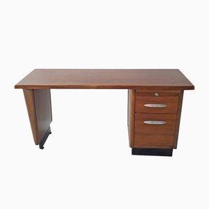 Amerikanischer Mid-Century Schreibtisch aus Nussholz mit Griffen aus Aluminium, 1950er