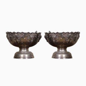 Urnas eclesiásticas grandes de metal, años 20. Juego de 2