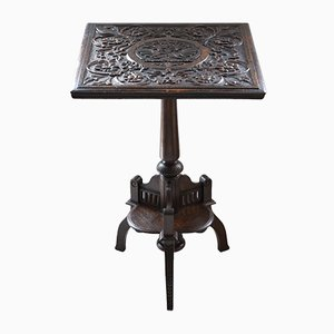 Antiker Beistelltisch aus geschnitztem Eichenholz mit klappbarer Tischplatte