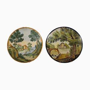 Platos decorativos italianos de cerámica de Castelli, siglo XIX. Juego de 2