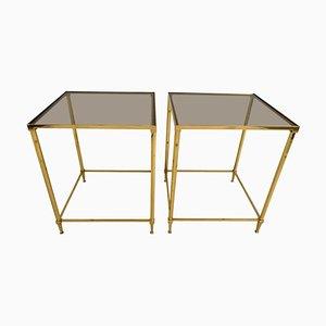 Mesas auxiliares vintage de latón y cristal ahumado. Juego de 2