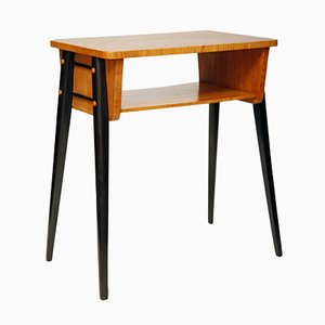 Polnischer Mid-Century Tisch aus Nussholz, 1970er
