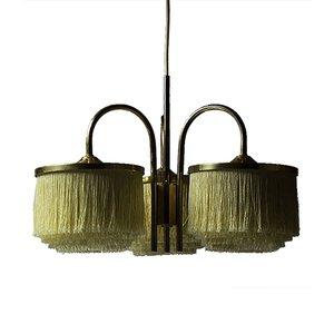 Lámpara colgante sueca vintage de latón con flecos de seda y tres brazos de Hans-Agne Jakobsson