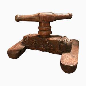 Antike geschnitzte Ziegenkäsepresse