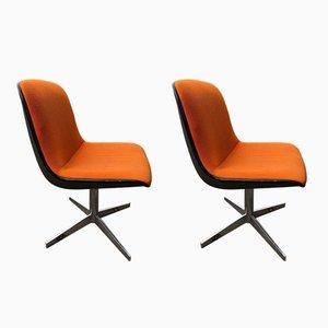 Vintage Stühle von Charles Pollock für Comforto, 2er Set