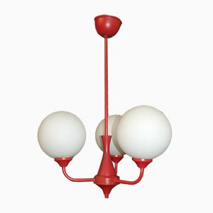Lampadario a tre luci in vetro satinato bianco e metallo rosso, anni '70