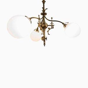 Lámpara de araña francesa modernista de bronce fundido, ormolú y vidrio opalino, década de 1900