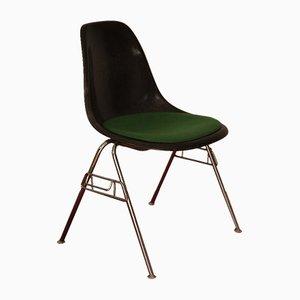 Sedia impilabile DSS vintage in fibra di vetro e metallo cromato di Charles & Ray Eames per Herman Miller