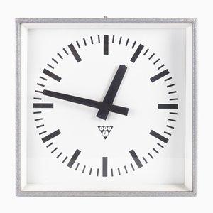 Reloj industrial de hierro y vidrio de Pragotron, años 70