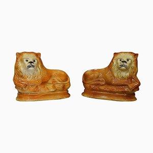 Leones ingleses eduardianos de cristal y cerámica de Staffordshire Potteries. Juego de 2