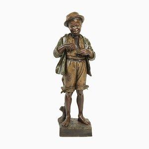 Antike Skulptur in Optik eines Mannes der ein Streichholz benutzt von Friedrich Goldscheider