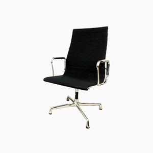 Minimalistischer Armlehnstuhl aus Aluminium & Stoff von Charles & Ray Eames für Vitra, 1987
