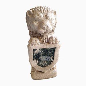 Estatua de jardín de león sosteniendo un escudo vintage de arenisca