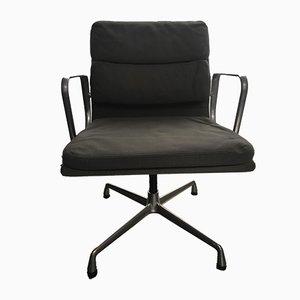 Sedia girevole EA207 in alluminio di Charles & Ray Eames per Vitra, inizio XXI secolo