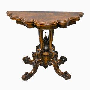 Mesa de juegos victoriana antigua de cuero y madera nudosa de nogal tallada