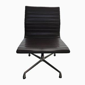 Sedia da pranzo EA107 in alluminio di Charles & Ray Eames per Vitra, inizio XXI secolo