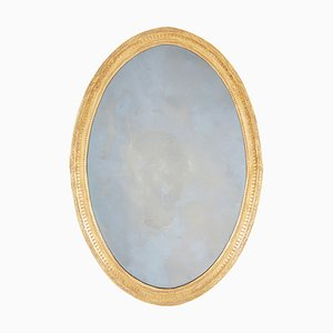 Espejo inglés antiguo oval de madera dorada tallada