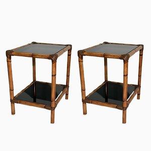 Mesas auxiliares italianas Mid-Century de bambú, ratán y vidrio negro. Juego de 2