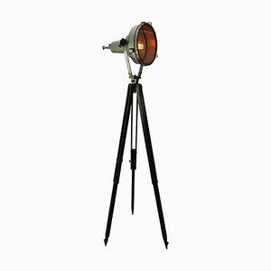 Lámpara de pie industrial de aluminio con trípode de madera, años 50