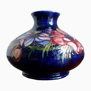 Grand Vase Bleu Cobalt avec Motif Anémone par Walter Moorcroft pour Moorcroft Pottery, 1953