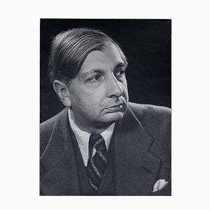 Retrato fotográfico de Giorgio De Chirico de Man Ray, 1977