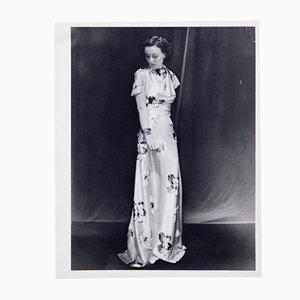 Fotografía de una mujer de Man Ray para Pierre Gassmann, 1977
