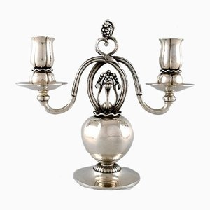 Candelabro danés de plata para dos velas de Georg Jensen. Juego de 2