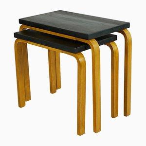 Tavolini ad incastro vintage in betulla e compensato di Alvar Aalto per Artek, anni '50, set di 2