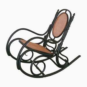Rocking Chair Antique en Bois Courbé Noir de Fischel