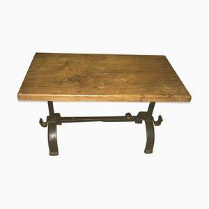 Mesa de centro antigua de hierro martillado y madera