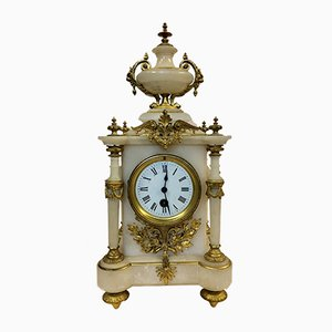 Reloj de repisa francés antiguo de alabastro y bronce dorado